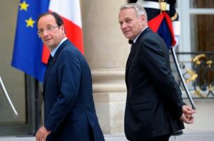 French President Hollande walks next to Prime Minister Ayrault at the Elysee Palace